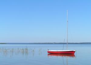 wypozyczalnia na jeziorze